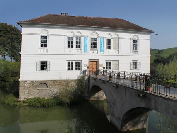 Außenansicht Galerie Schloss Parz