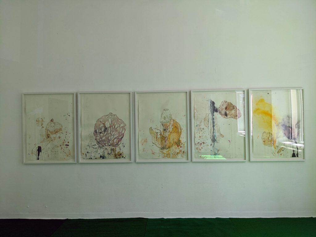 Ausstellungsansicht Parallel Vienna 2021 der Galerie Schloss Parz mit Ina Fasching